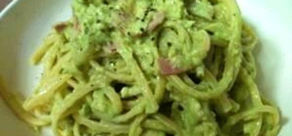 クリーミーアボカドパスタ