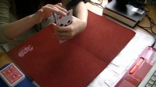 カードを上から押す