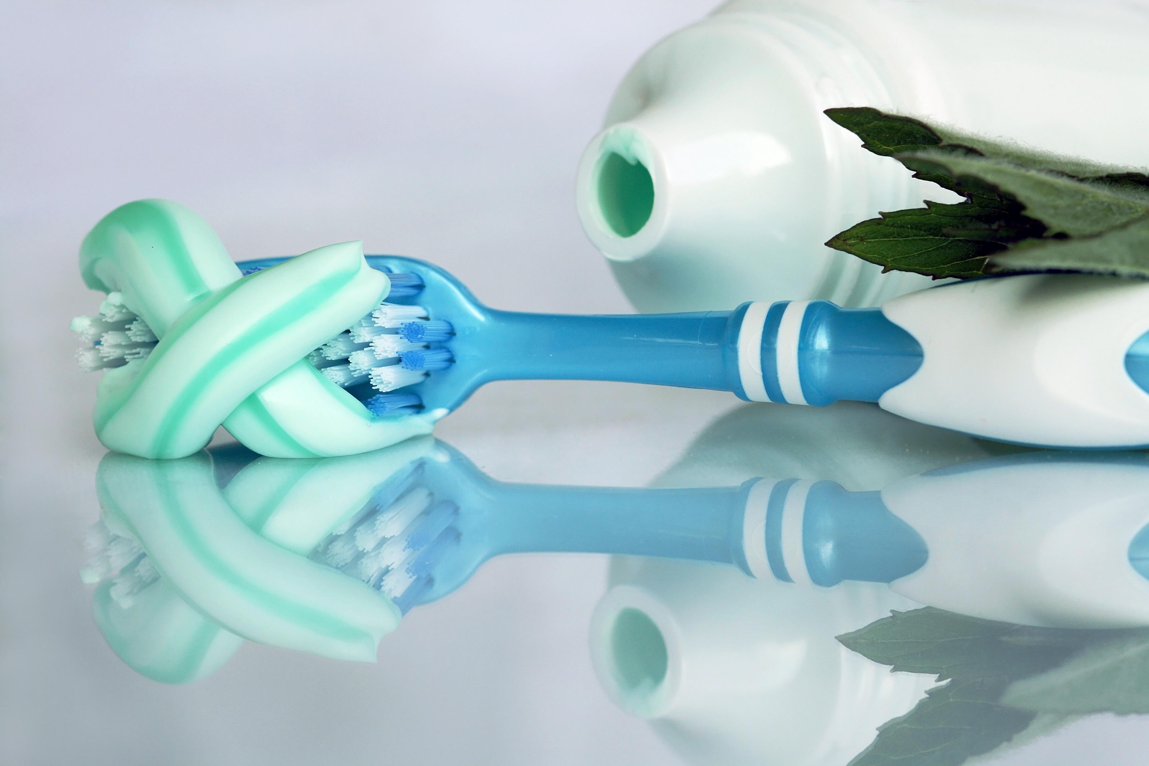 Zahncreme mit Kruter fr gesunde Zhne und gutem Geruch