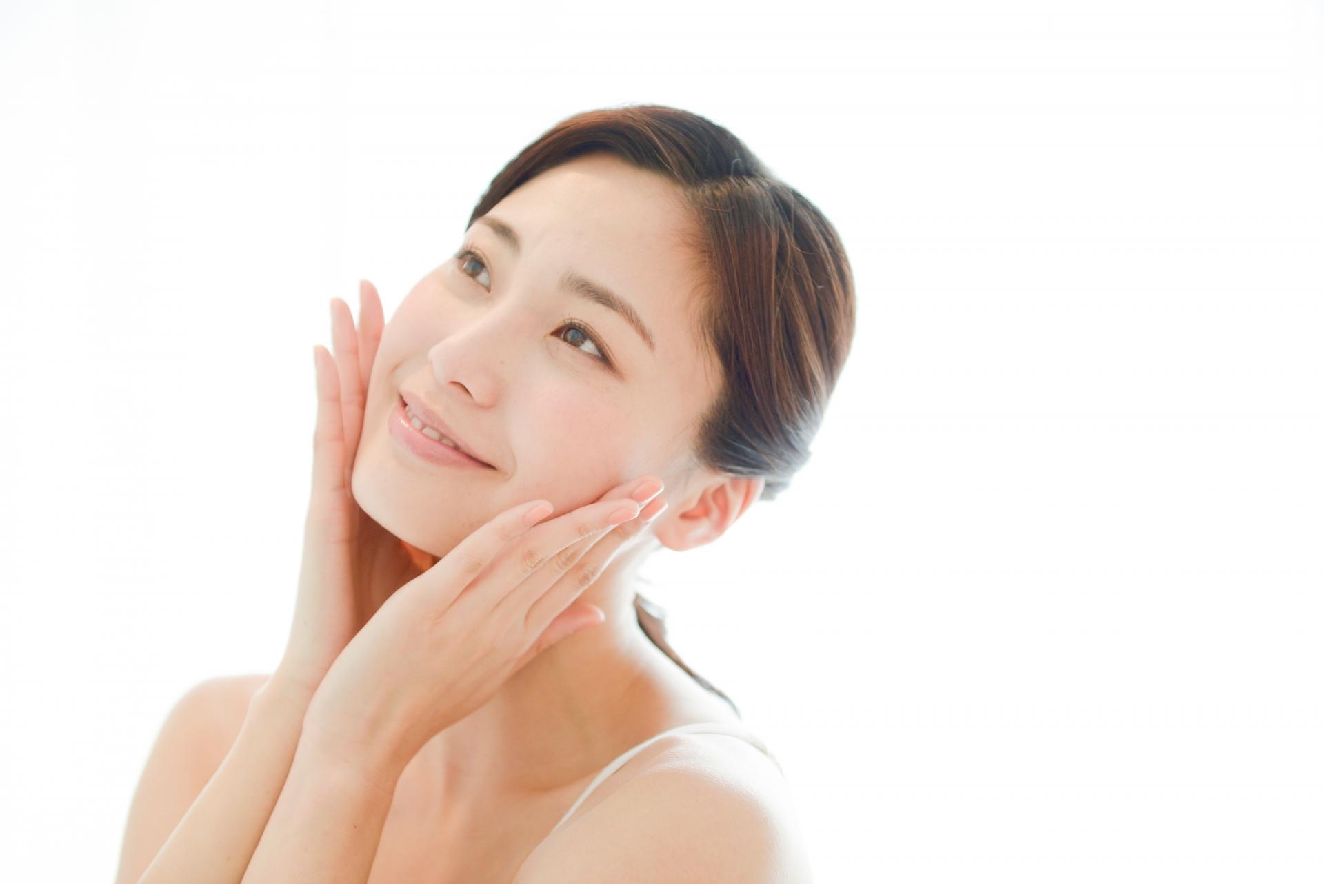 基礎化粧品で一番お金をかけるべき美容液の役割